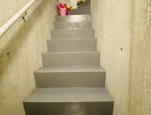 サロン内階段